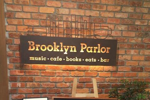 """【新宿三丁目】何かと話題の""""ブルックリンパーラー""""に行ってきました!JAZZにハンバーガーに読書に雰囲気…最高でした★"""