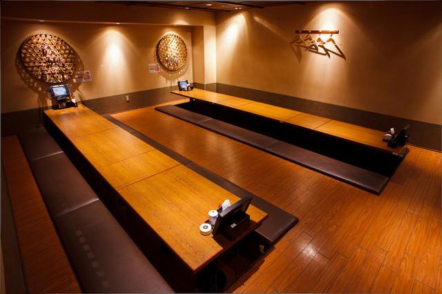 隠れ家なのに30人以上の宴会でも大丈夫「地酒とそば・京風おでん 三間堂 新宿エルタワー店」