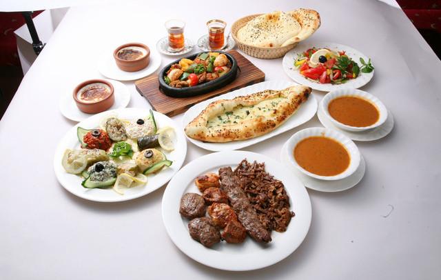 今日はいつもと違ったスパイス!「トルコ料理」を食べながら宴会を