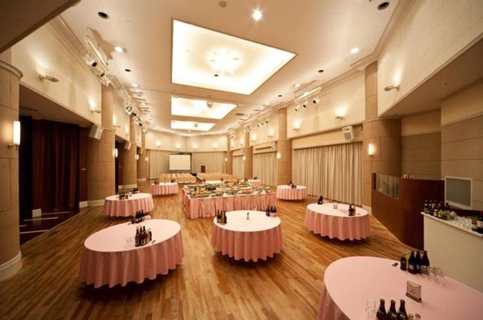 浜松町で100人以上の宴会を行うのにうってつけ!シーバンスホールについて
