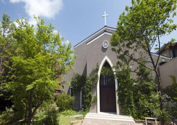 青山で結婚式や宴会を行うならここ!南青山サンタキアラ教会が魅力的です。
